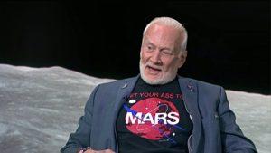 """Buzz Aldrin, oggi """"vivace"""" sostenitore delle missioni su Marte."""